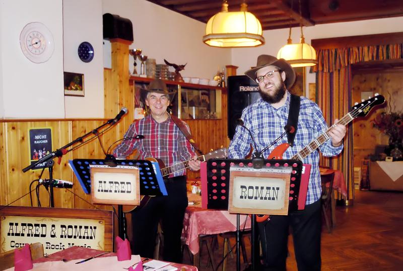 ALFRED und ROMAN bei einer privaten Familienfeier im Alten Zollhaus in Korneuburg