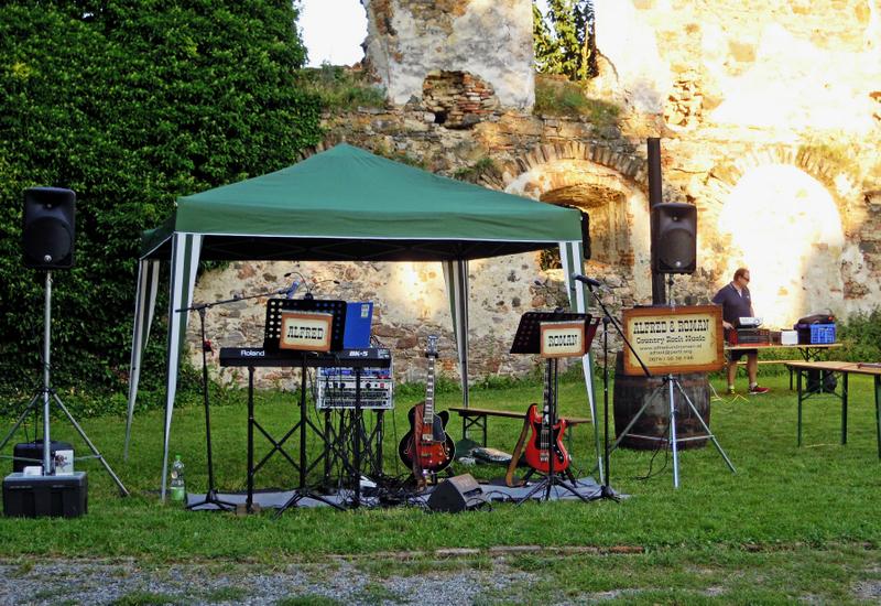 Benefizveranstaltung auf der Ruine Hohenegg mit ALFRED und ROMAN