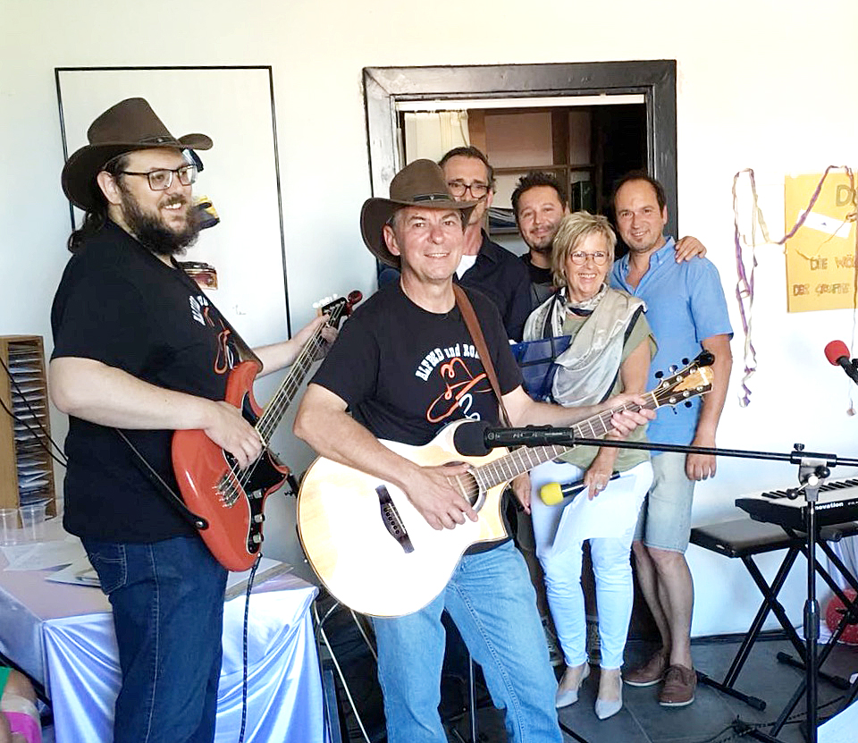6- Jahresfeier von Radio Korneuburg ALFRED und ROMAN bei Jam-Session mit der Radio Korneuburg All-Star Band (Foto von Radio Korneuburg / Nana Sattler)